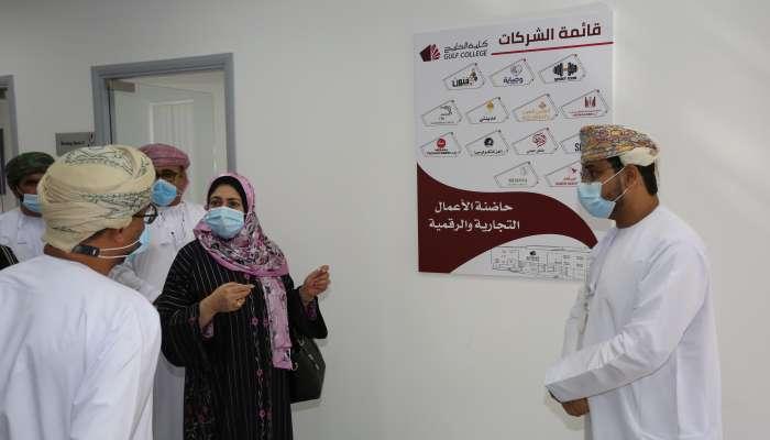 وزيرة التعليم العالي والبحث العلمي والابتكار تطلع على سير العملية التعليمية في كلية الخليج