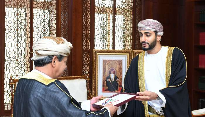 His Majesty confers Royal Order of Commendation on media professionals