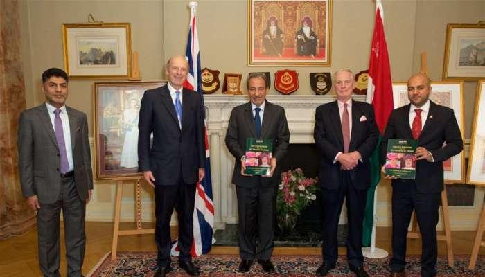 """إصدار كتيب """"سلطنة عمان والمملكة المتحدة - احتفال بالصداقة """" في بريطانيا"""