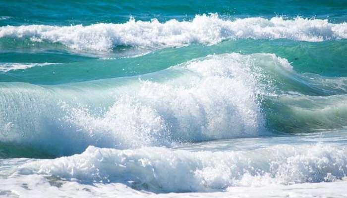 الأرصاد: البحر متوسط إلى هائج الموج على معظم سواحل السلطنة خلال اليومين القادين