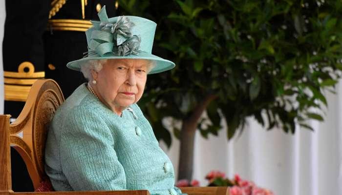 ملكة بريطانيا تحصل على قفازات جديدة تقتل فيروس كورونا