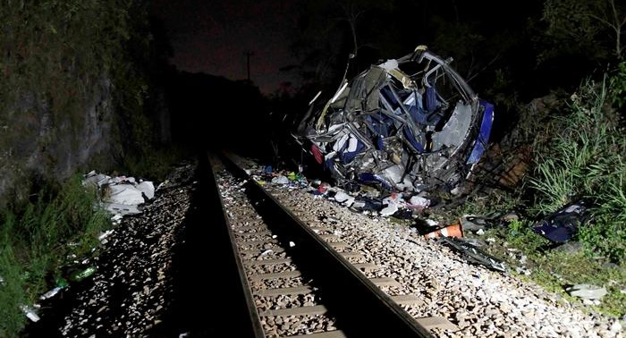 At least 17 killed in Brazil bus plunge