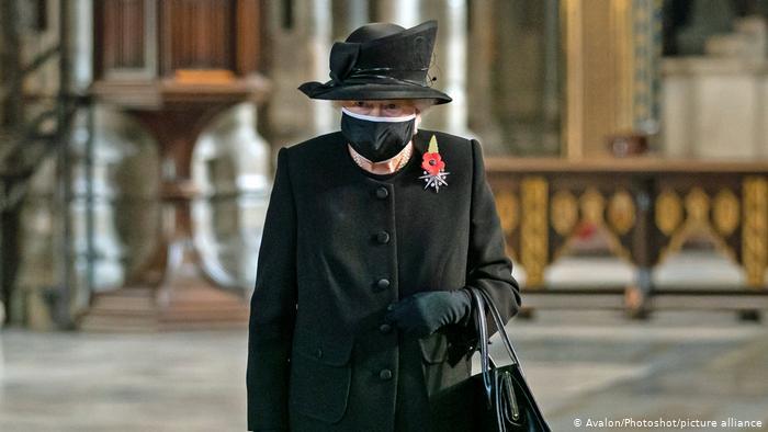 تقارير: الملكة إليزابيث ستتلقى قريباً لقاح بيونتك وفايزر