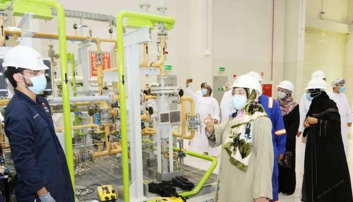 المحروقية  تزور معهد عمان للنفط والغاز ومعهد تكاتف بتروفاك عمان
