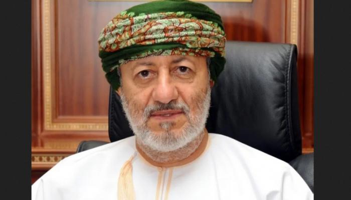 وزير الدولة ومحافظ ظفار يصدر قراراً بشأن المقاهي المتنقلة والباعة المتجولين