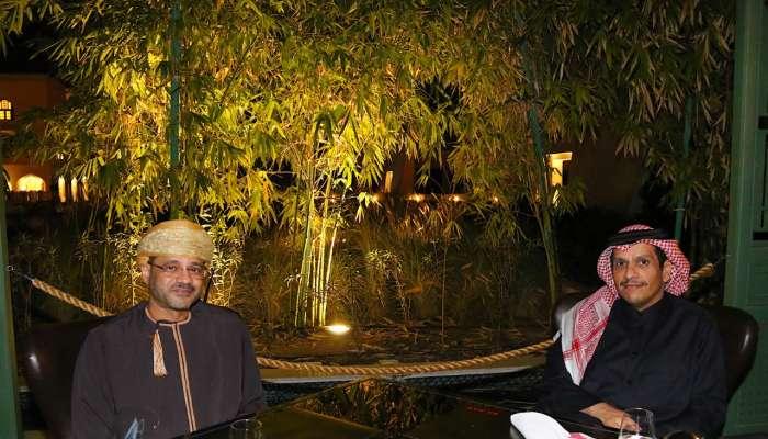 وزير الخارجية يستعرض القضايا الإقليمية و الدولية مع نظيره القطري