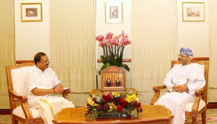 السيد بدر البوسعيدي يستقبل وزير الدولة للشؤون الخارجية الهندية