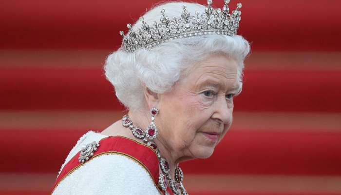 الملكة إليزابيث: الكثيرون لا يريدون سوى العناق كهدية عيد الميلاد هذا العام