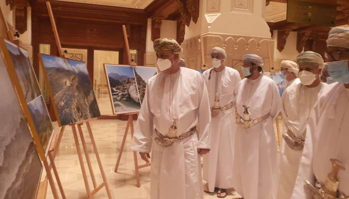 بالصور..السيد شهاب بن طارق يدشن موسوعة جبال عُمان