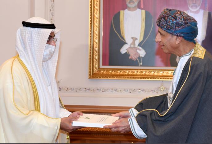 تسلمها السيد فهد.. جلالة السلطان يتلقى دعوة من الملك سلمان للمشاركة في القمة الخليجية