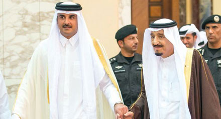 خادم الحرمين الشريفين يوجه دعوة إلى أمير قطر لحضور القمة الخليجية