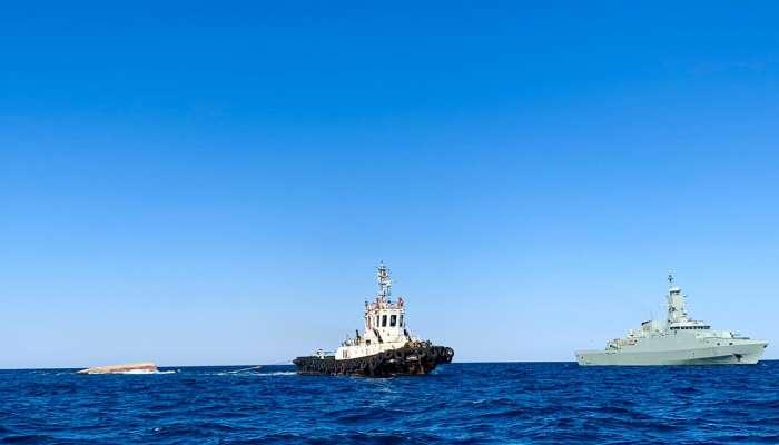 انتشال جثتين من طاقم السفينة التجارية الإيرانية الغارقة قرابة مضيق هرمز