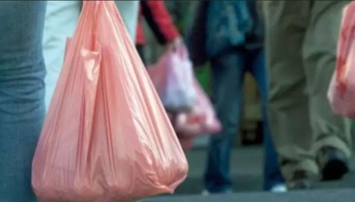 الغرامات قد تصل إلى 2000 ريال .. قرار حظر استخدام الأكياس البلاستيكية يدخل حيز التنفيذ
