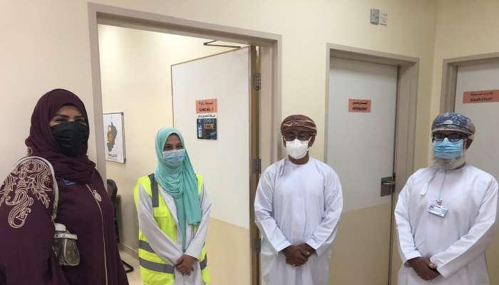 وزير الصحة يزور مجمع السيب التخصصي المخصص للتحصين ضد كوفيد19