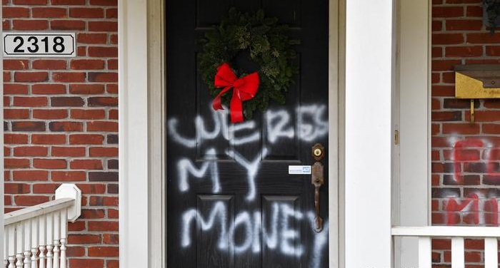 Mitch McConnell, Nancy Pelosi's homes vandalized with graffiti