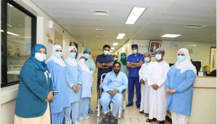 مستشفى الرستاق يودع آخر مريض متعافي من كوفيد  19 منوم بالمستشفى