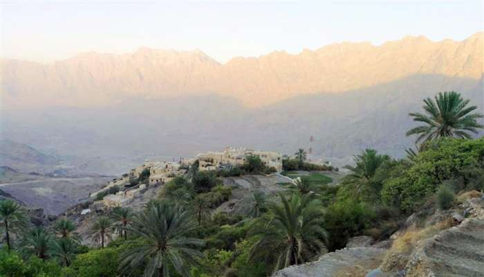 """من  قرية """"وكان"""" بوادي مستل إلى """"الجبل الأخضر"""" المشيُ غذاءُ الجسدِ والروح"""