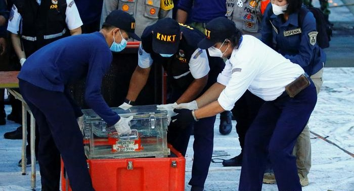 Divers recover 'black box' from crashed Indonesia jet