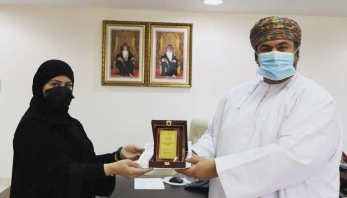 مدير عام تعليمية ظفار يكرم عدد من موظفي قسم التوعية