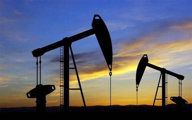نفط عمان ينخفض ويبقى فوق 55 دولارًا أمريكيًا