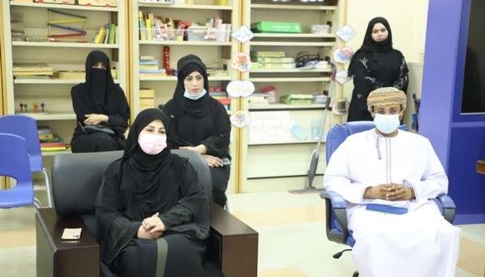 تعليمية ظفار تنظم  برنامجاً انمائيا لتبادل زيارات مديرات المدارس