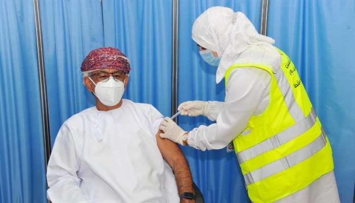 وزير الصحة يتلقى الجرعة الثانية من لقاح فايزر: متلقي الجرعة الأولى لم يتعرضوا لأي أعراض جانبية