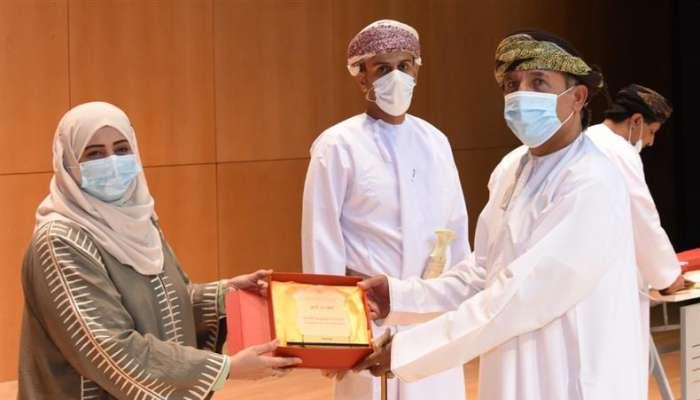 تكريم المشاركين في المبادرات الأهلية التطوعية لاجتثاث نبتة البارثينيوم بظفار