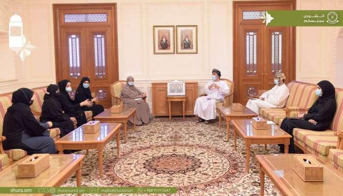 رئيس مجلس الشورى يلتقي بخريجي تخصص الفنون التشكيلية