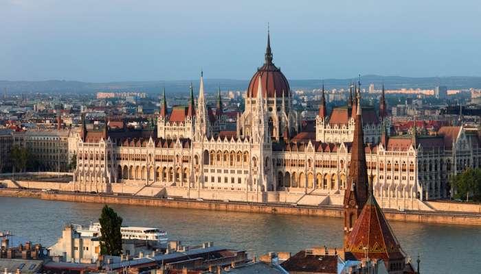 اتفاقية ..تقديم 50 منحة دراسية سنوياً من المجر