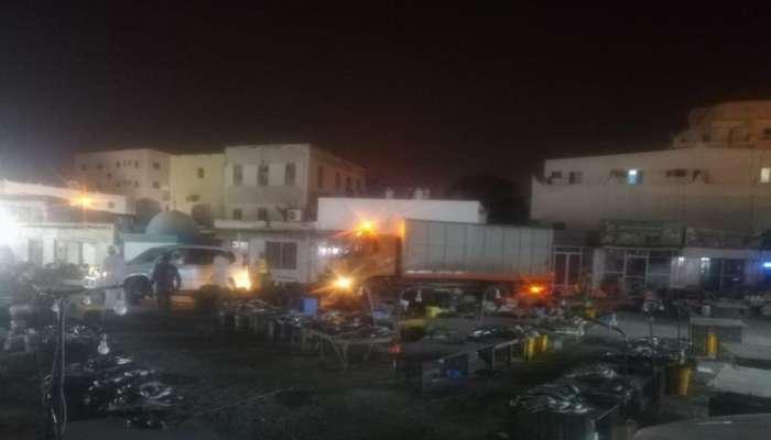 بلدية ظفار  تنفذ حملة لإزالة لمواقع البيع العشوائي المخالفة في صلالة