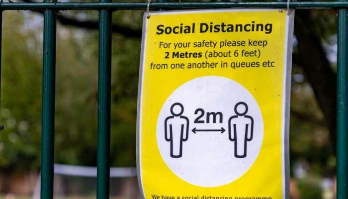 التباعد الاجتماعي في بريطانيا قد يستمر حتى الخريف المقبل