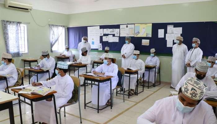 وكيل التعليم يتابع سير العملية التعليمية بمدارس جنوب الباطنة