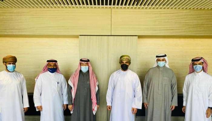 سفير السلطنة لدى السعودية يستعرض الفرص المتاحة للإستثمار