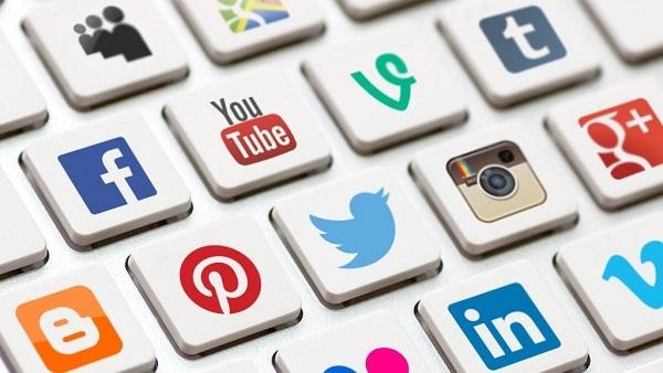 الواتساب أولاًِ وتويتر سادسًا كأكثر مواقع التواصل الاجتماعي استخدامًا في السلطنة