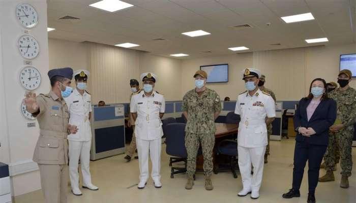 قائد البحرية السلطانية العُمانية يستقبل نظيره الأمريكي