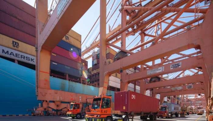 موانئ السلطنة الأولى عالميًا في سرعة مناولة سفن الحاويات