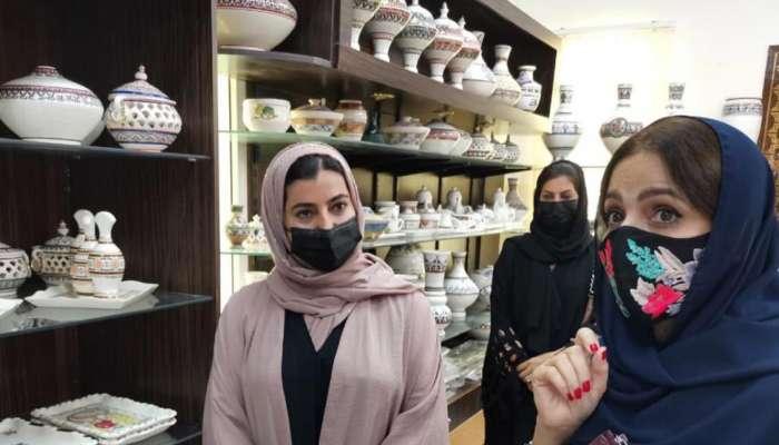 السيدة الجليلة تزور مركز صناعة الفخار بولاية بهلاء