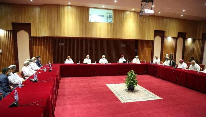 وزير الزراعة يبحث في سبل تسهيل الإجراءات لتطوير صناعة الدواجن