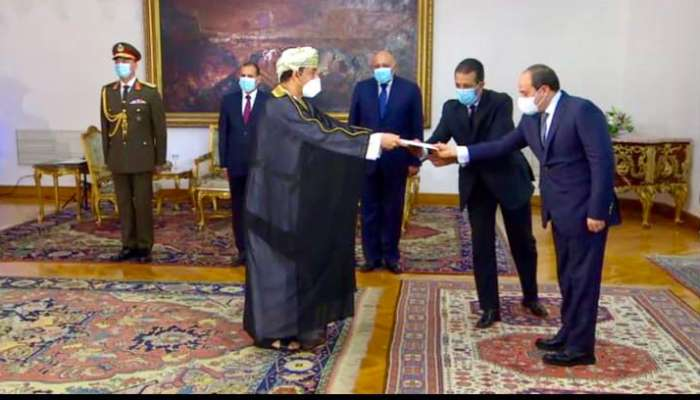 Egyptian president receives Oman's envoy credentials