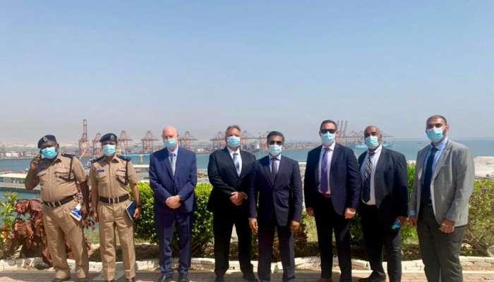 مسؤولون بالسفارة الأمريكية يزورون ميناء صلالة
