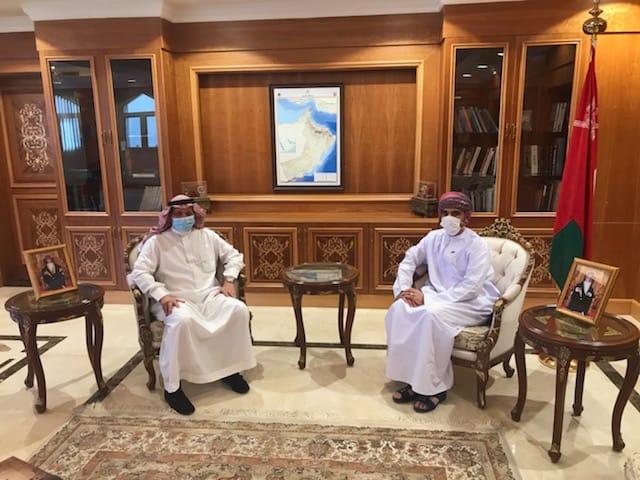 سفيرنا بالسعودية يستعرض فرص الاستثمار في السلطنة مع رجل أعمال سعودي