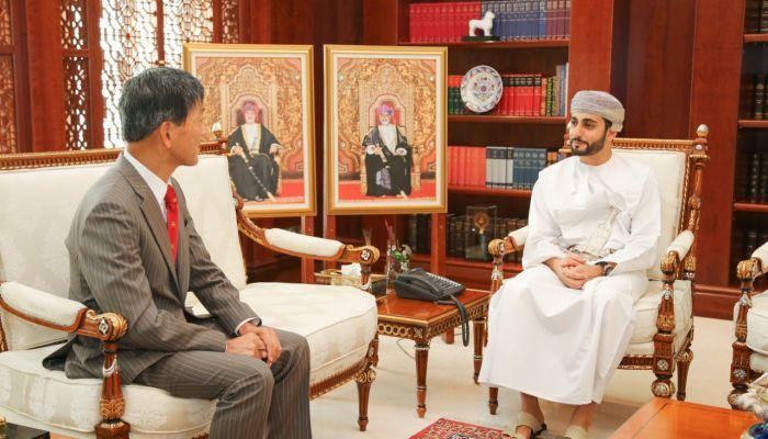 السيد ذي يزن يستعرض العلاقات الثنائية مع السفير الياباني