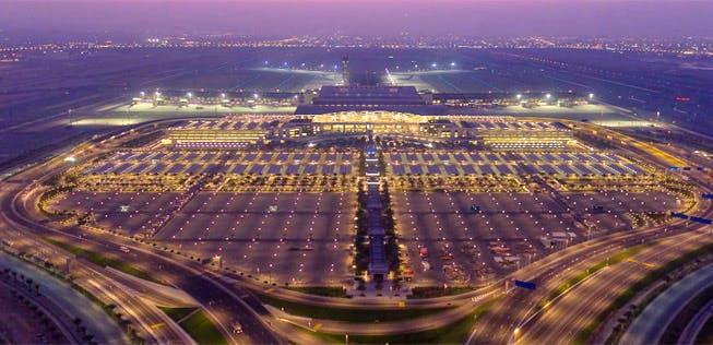 مطارات عمان تصدر تنبيهًا للمسافرين خلال فترة منع الحركة