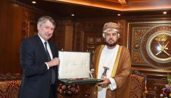 نال وسام التكريم من جلالة السلطان ..ما الذي قدمه الرئيس التنفيذي لـ'PDO' للقطاع؟