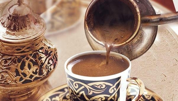 كم كوب قهوة يمكن شربه يوميا دون الإضرار بالصحة