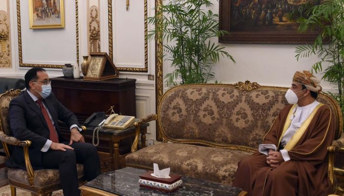 رئيس الوزراء المصري يشيد بحرص جلالة السلطان على تعزيز العلاقات بين البلدين