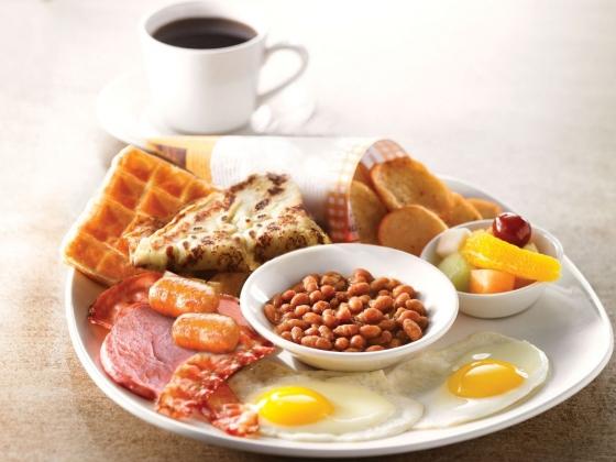 خبراء تغذية يحذرون.. 4 أطعمة لا تبدأ بها يومك