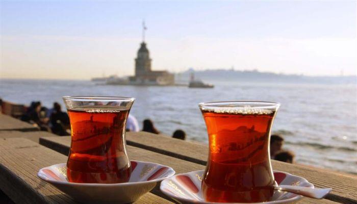 علماء أتراك يحذرون من شرب الشاي الساخن