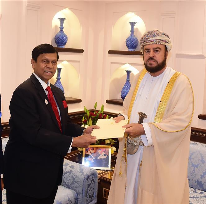 جلالة السلطان يتلقى رسالة خطية من رئيس وزراء جمهورية سريلانكا