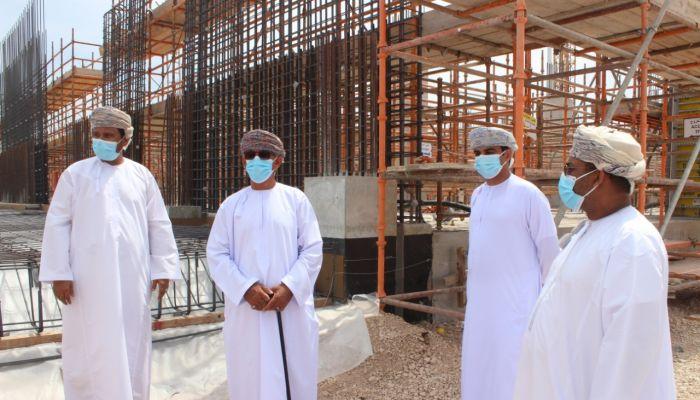 وزير الصحة يزور موقع إنشاءات مستشفى السلطان قابوس الجديد بصلالة